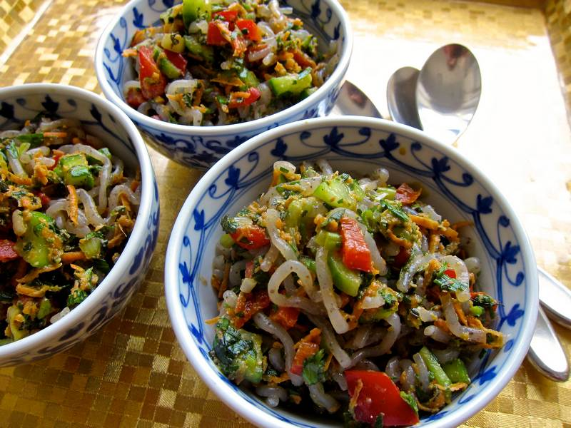 Herb Noodle Salad with Spicy Peanut Butter Dressing - jittery cook